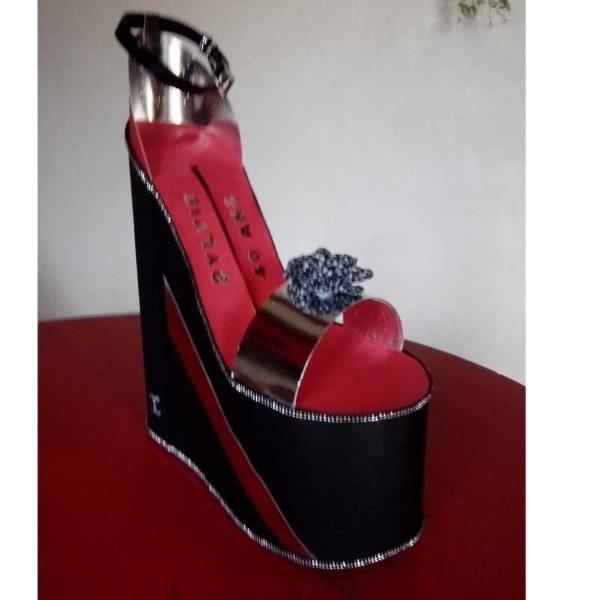 Urne en carton en forme de chaussure pour anniversaire